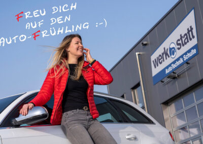 "Autofahrerin mit Zitat: ""Freu dich auf den Auto-Frühling"""